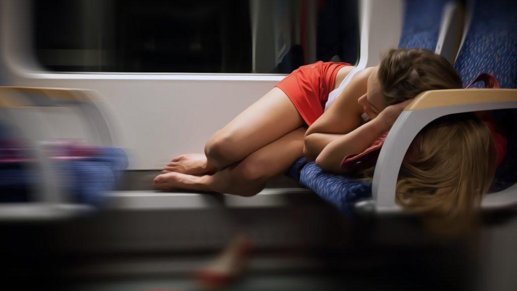 Неудобно спит