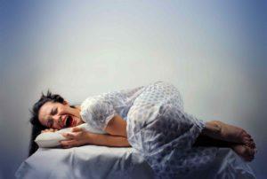 почему человек кричит во сне