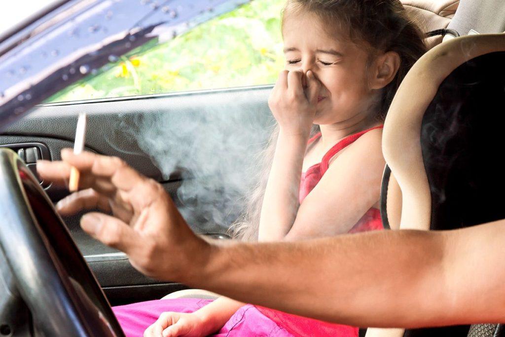Никогда не курить при детях!