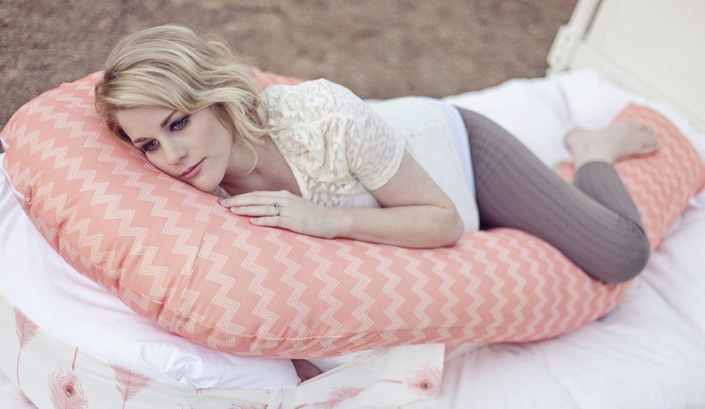 сон для беременных на специальной подушке