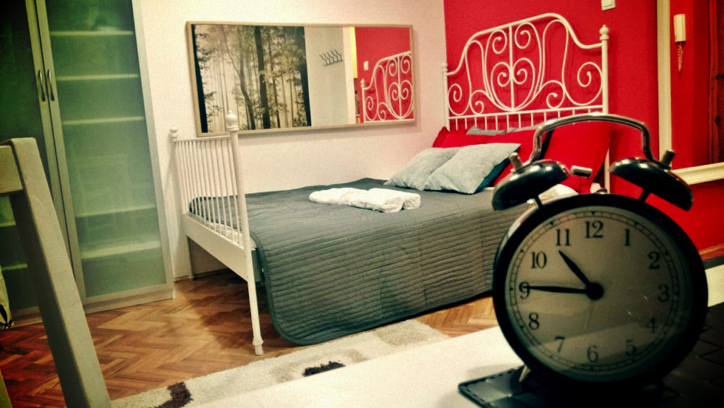 Уберите подальше будильник