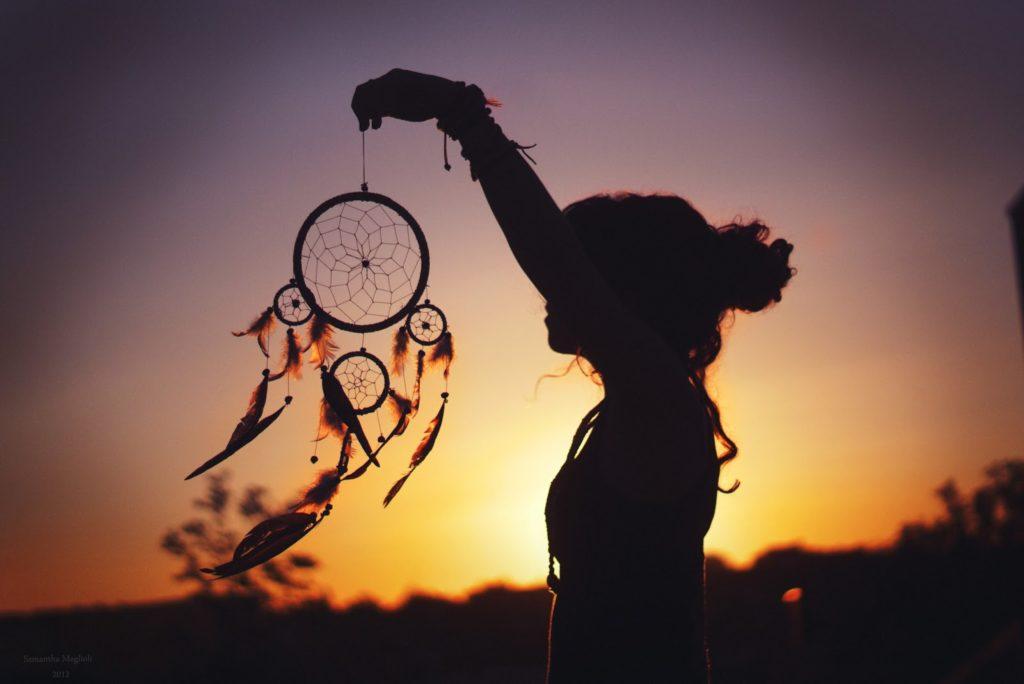 Красивые картинки на аву для девушек с надписями со смыслом