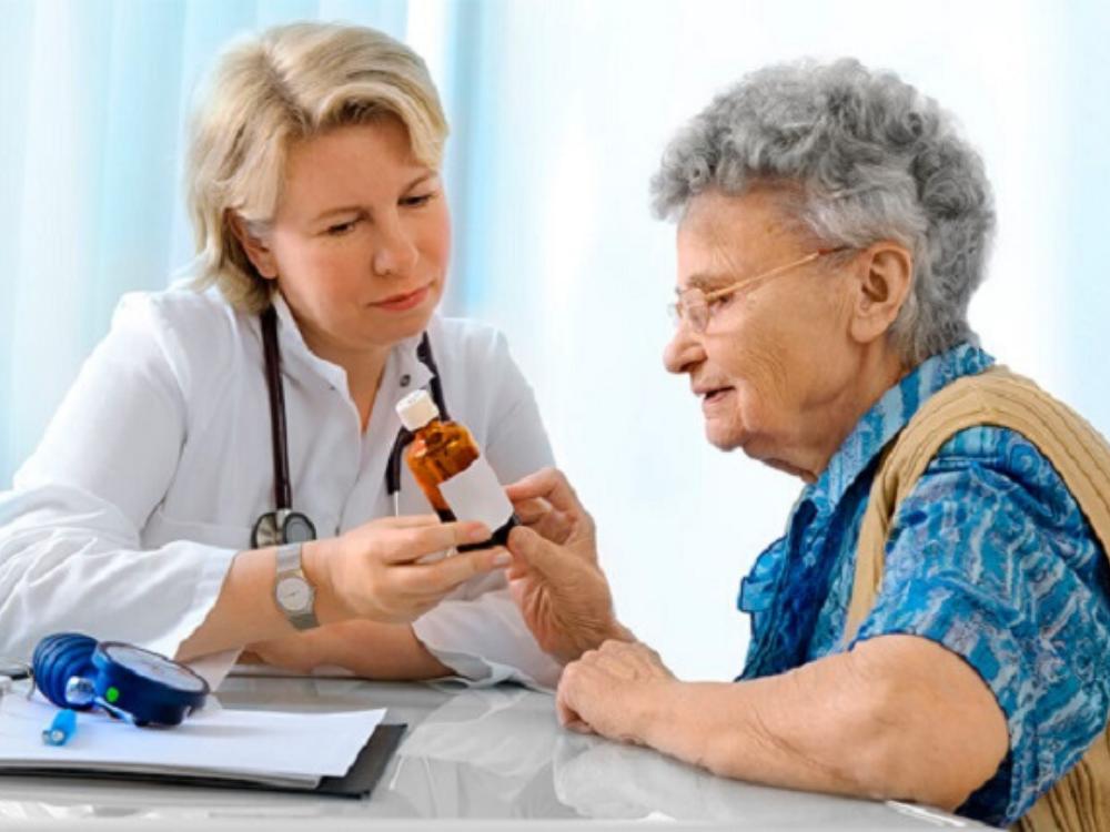 Пенсионерка на приеме у врача