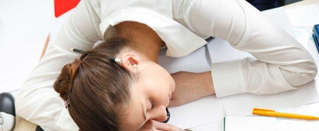 Спящая студентка