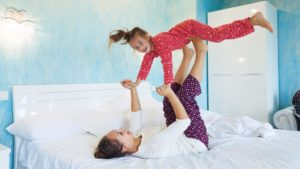 Мама с дочкой в пижамах