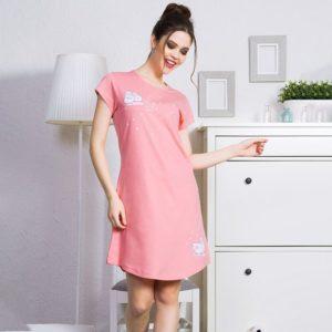 Женщина в ночной сорочке