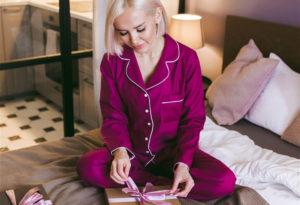 Женщина в пижаме