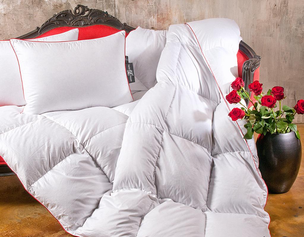 Кровать с постельными принадлежностями