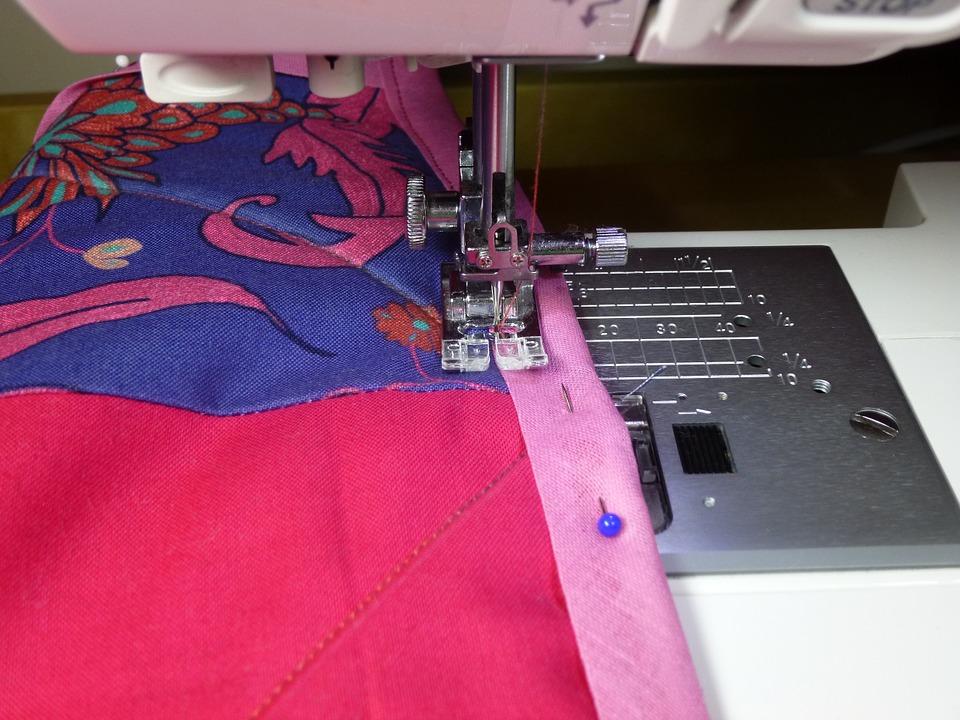 Ткань, швейная машинка