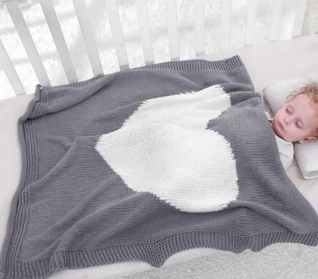 Вязаное одеяло, ребенок, кроватка