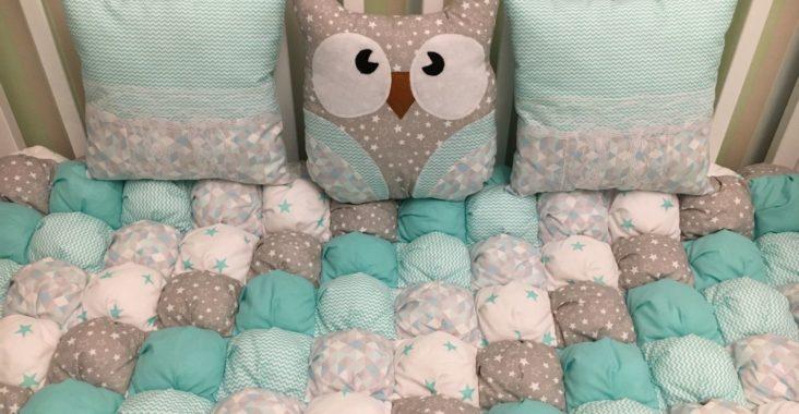 Детская кроватка, одеяло бомбон, подушки
