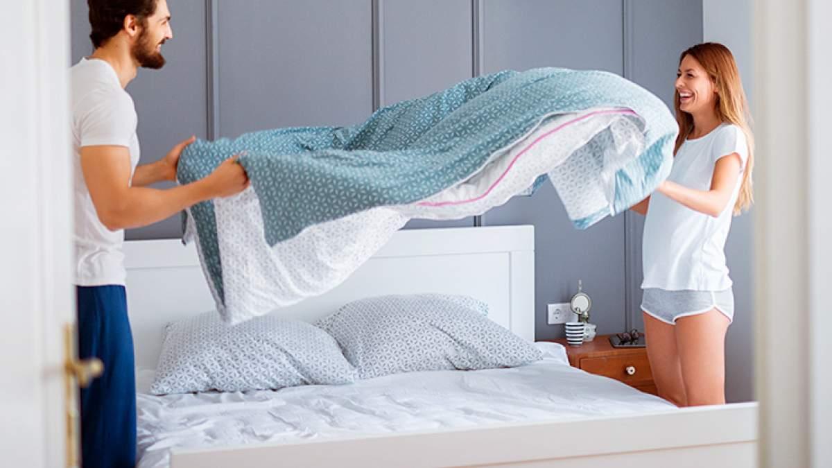Люди и одеяло