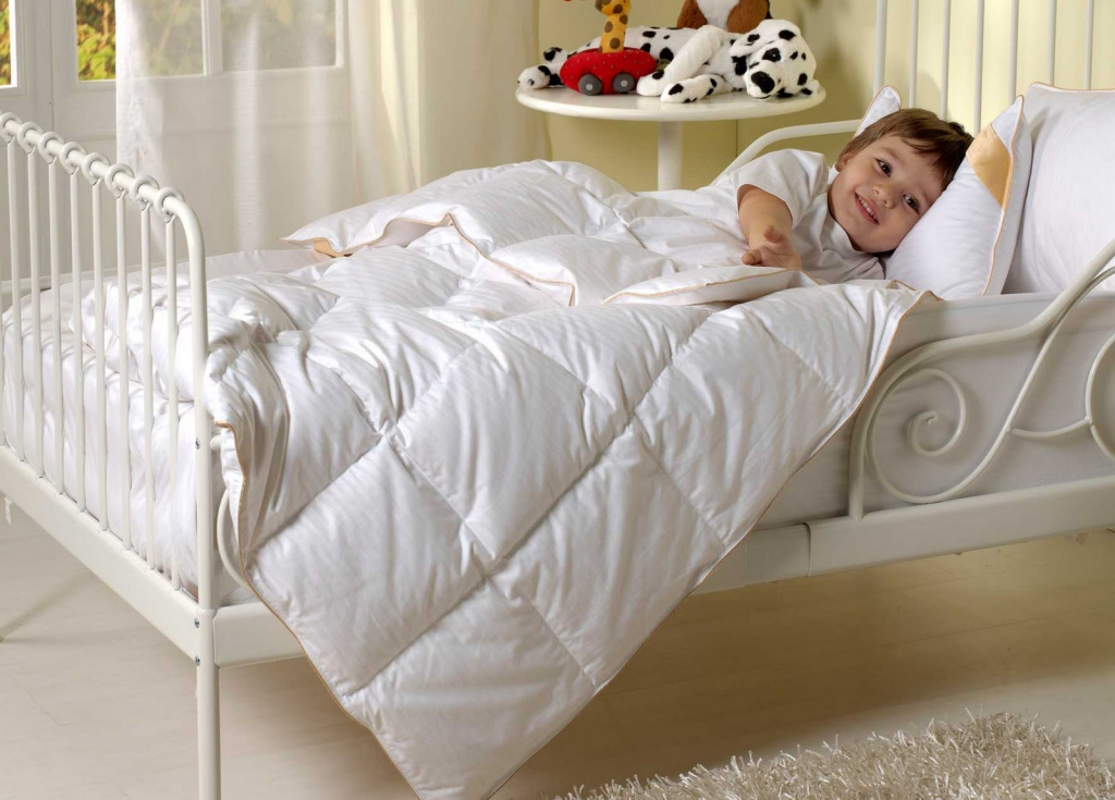 Ребенок, кроватка, постельные принадлежности